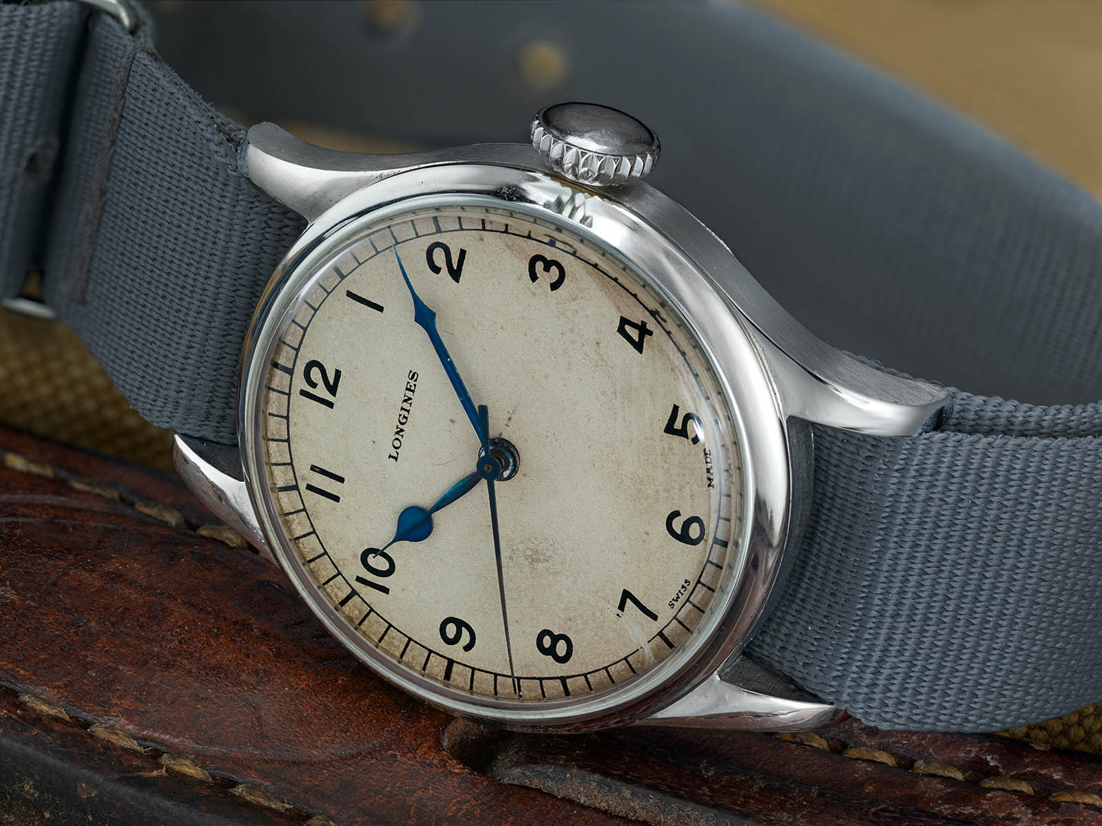 The new Longines looks very similar to the original model in 1940s.