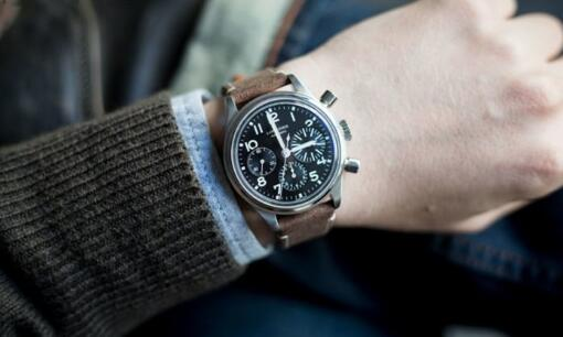 Longines has successfully conquered all the audience and judges by this Heritage Big Eye Aviation model.