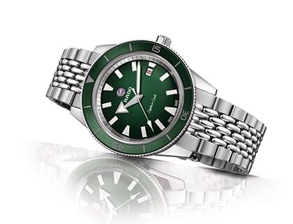 Swiss-made duplication watches are corresponding with green bezels.