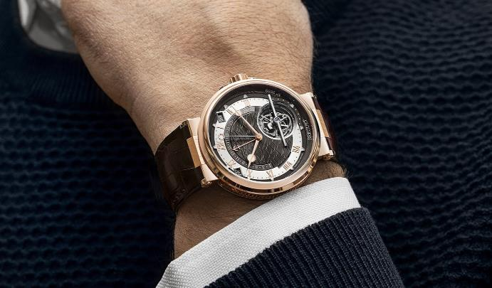 The 18k rose gold fake watches are designed for men.